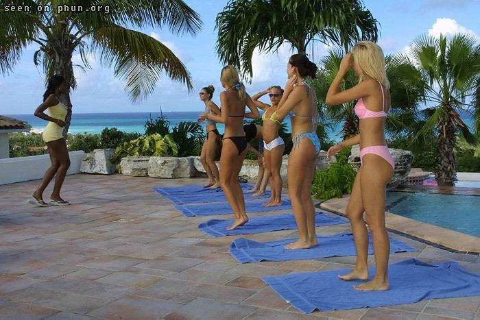 Nude gymnastics