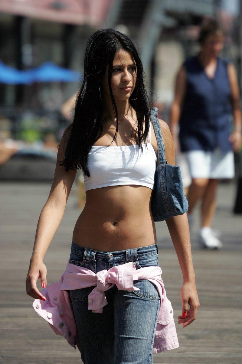 Свой любимый метод подхода к девушке на улице я описываю в первом